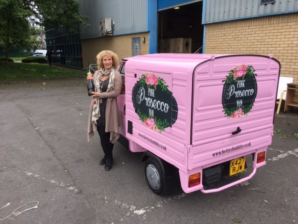 Betty's Bubbly – Pink Prosecco Van